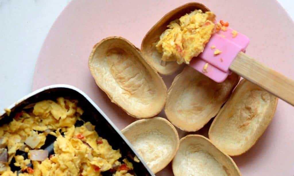 Filling taco shells with omelette