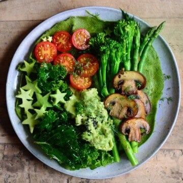 Protein green pancake topped with veggies