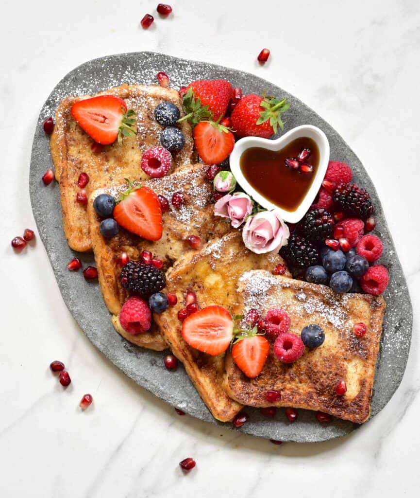 french toast, berries, cinnamon