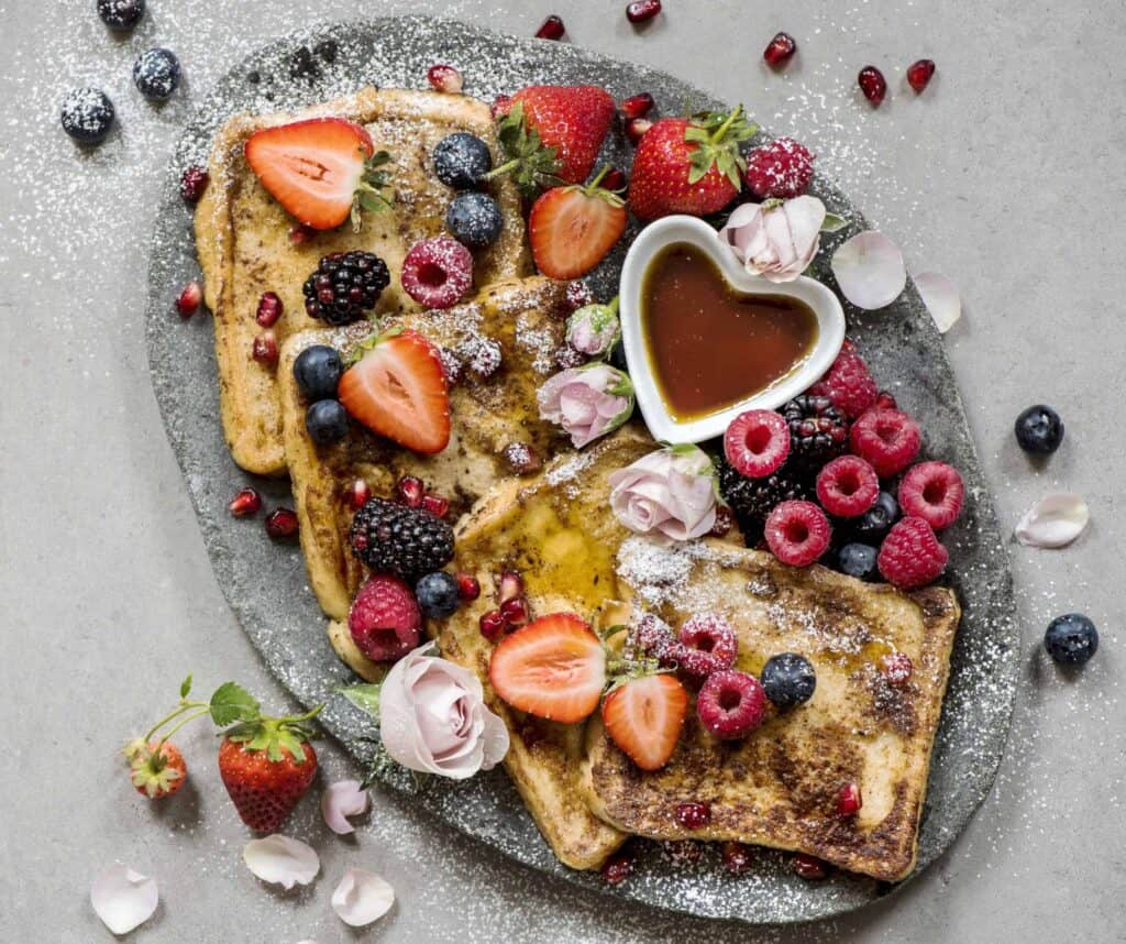 french toast berries syrup