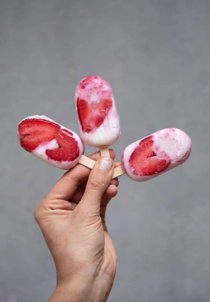 ice lollies with strawberries