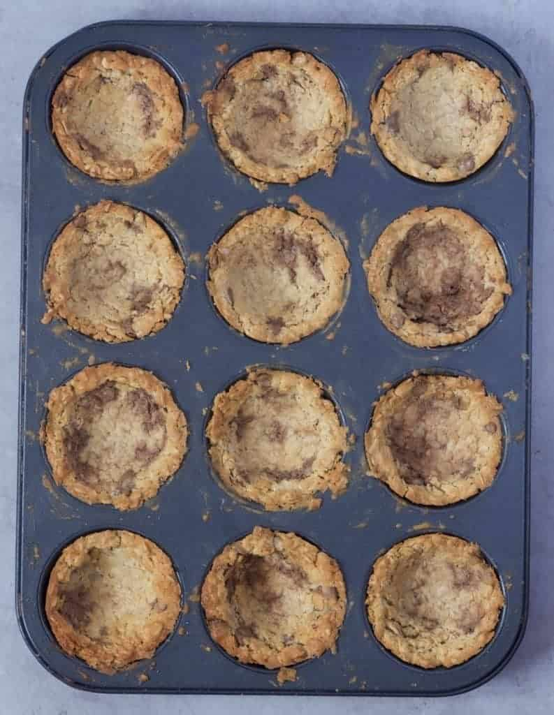 Baked cookie cups in muffin mould