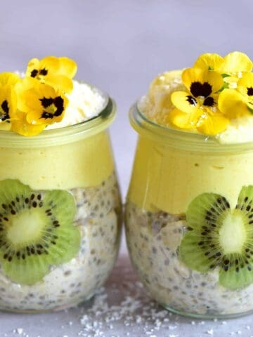 Overnight oats with kiwi-mango yogurt