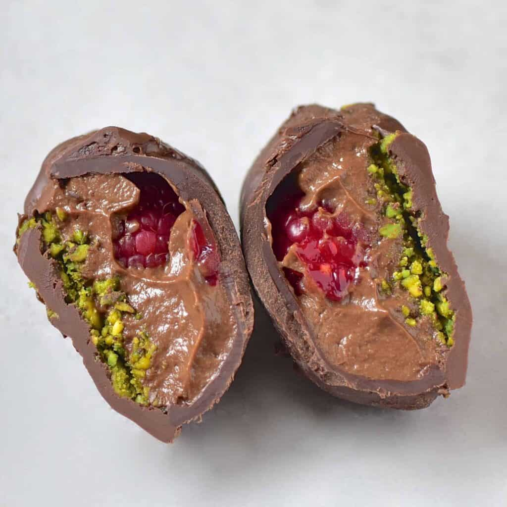 This Vegan Avocado Chocolate Mousse can be served in cups or as truffles with fresh fruit and nuts, and are a delicious vegan treat for a romantic date or simply to impress!