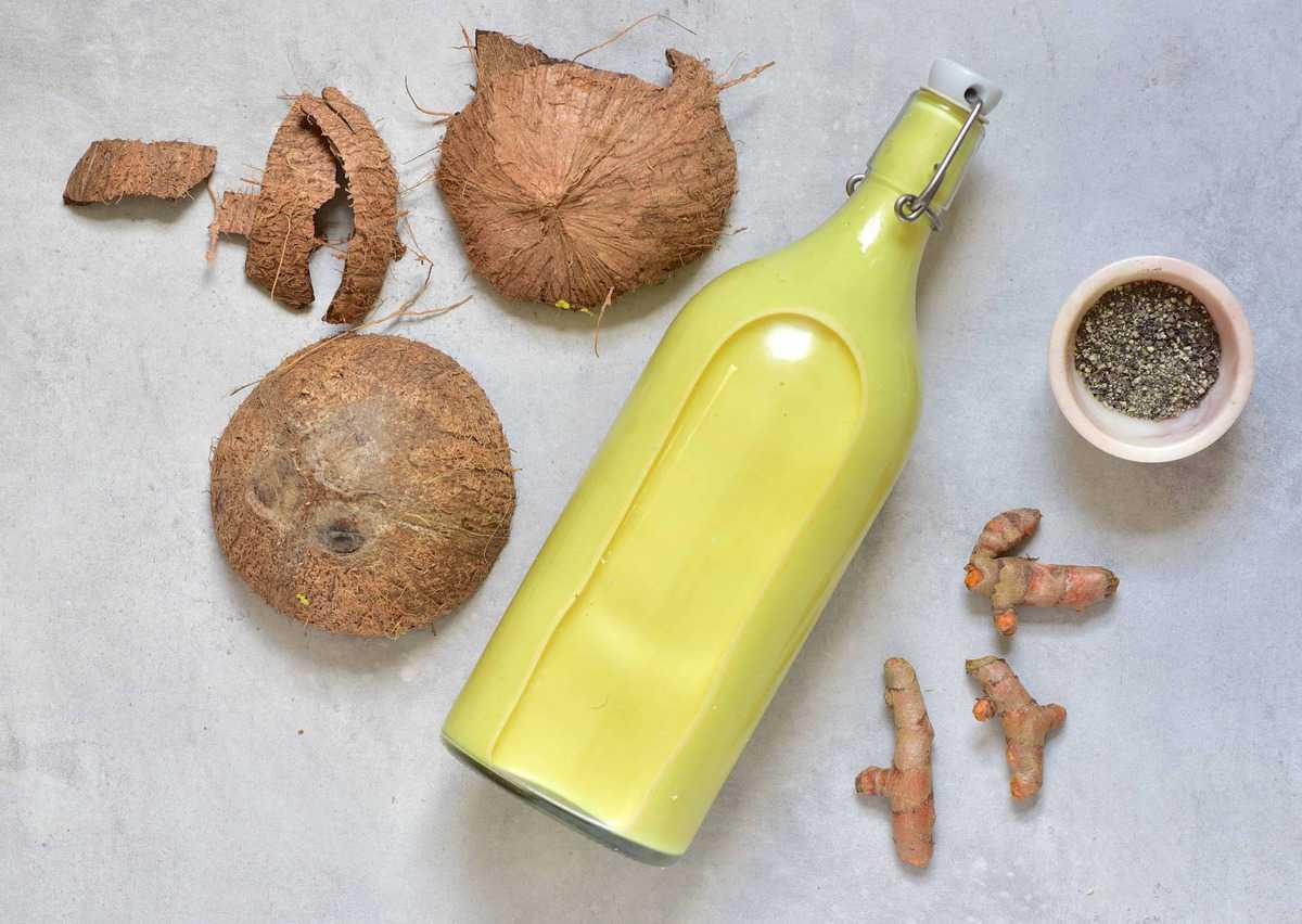 5-ingredient golden milk with turmeric