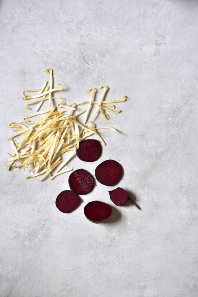 How to taint mung bean sprouts with beetroot