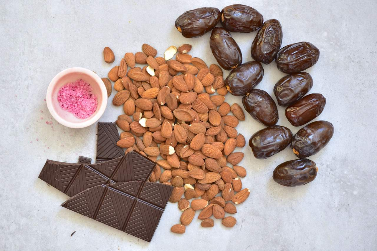 ingredients to make stuffed dates, these include almonds, chocolate, dates and salt