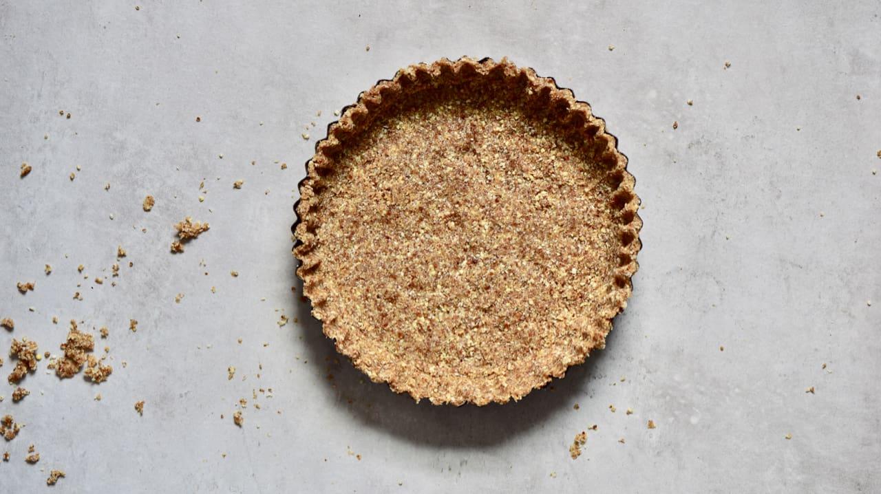 almond and coconut raw vegan tart crust