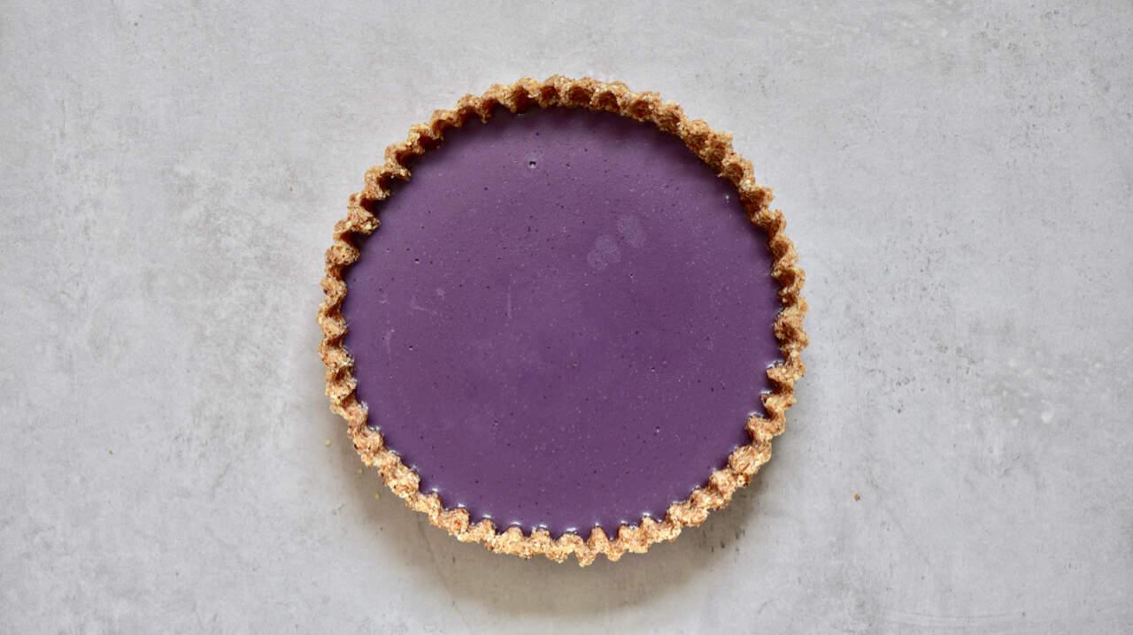 healthy no-bake, refined sugar free, raw vegan earl grey blueberry tart