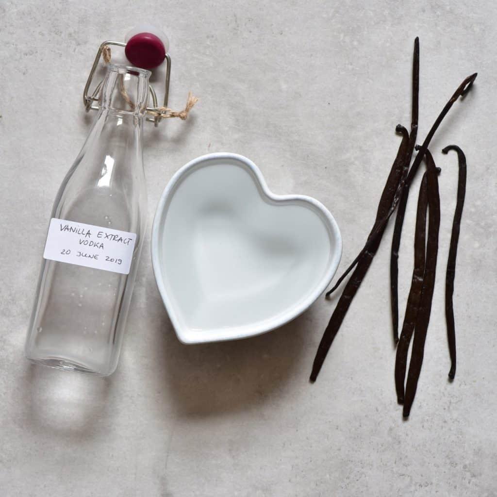 5 minute Two Ingredient simple DIY Vanilla Extract
