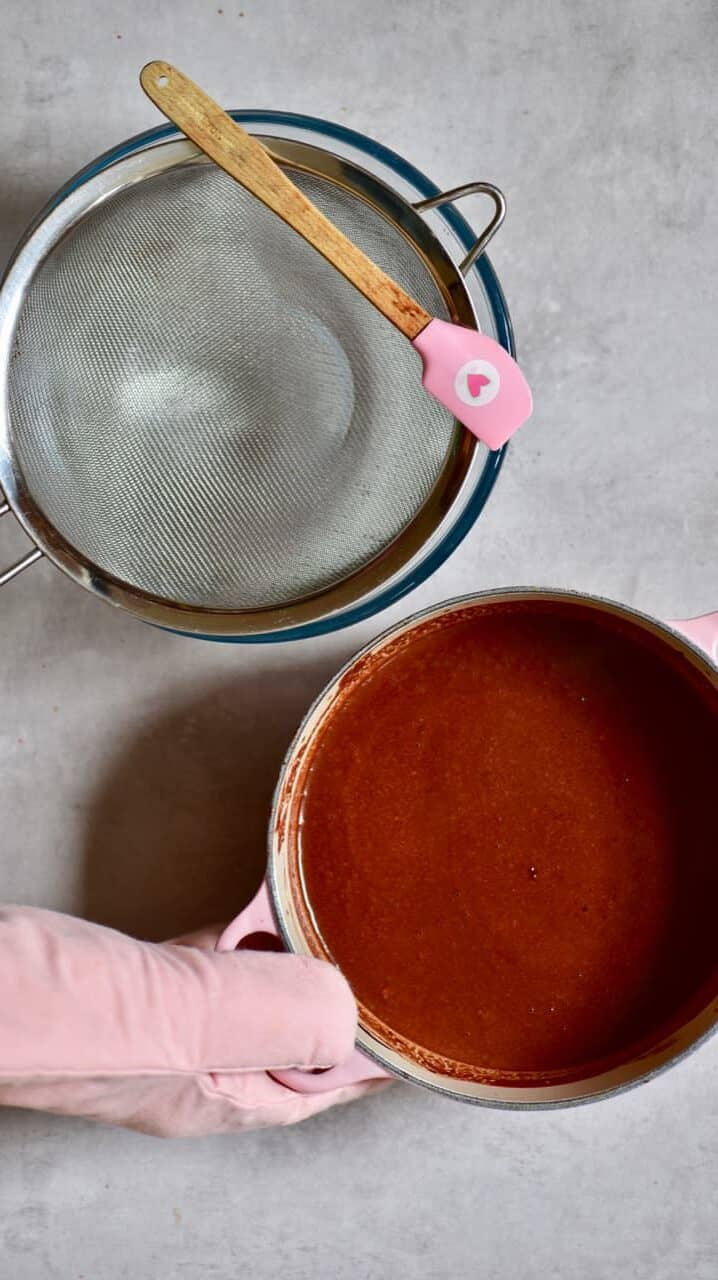 Sieving chocolate filling for a tart