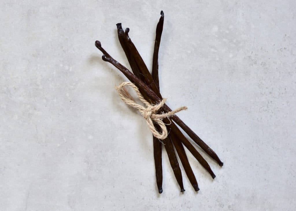 How to make vanilla powder homemade with zero waste. A bundle of vanilla beans tied with string