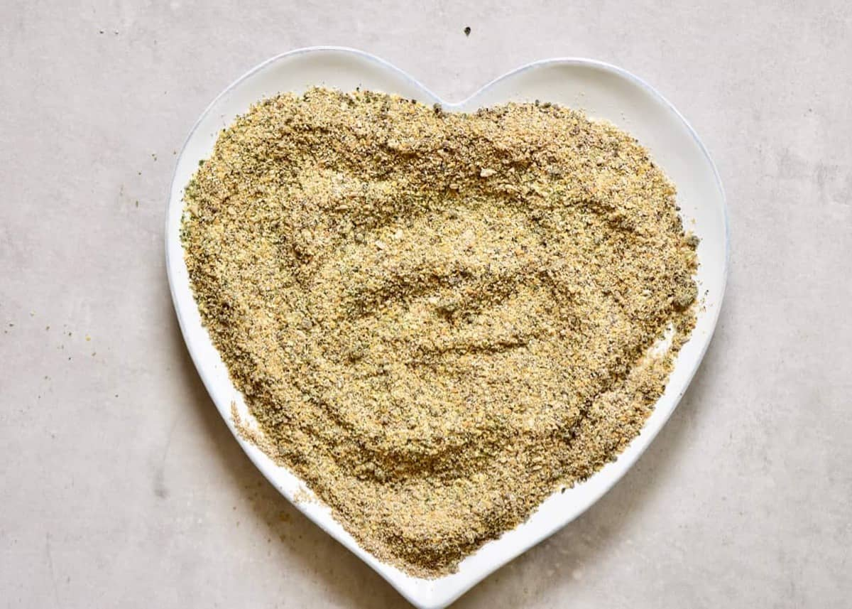 diy homemade 5-seed vegan protein powder/ blend with hemp seeds, pumpkin seeds, linseed, sunflower seeds and pumpkin seeds. including the benefits of the various seeds