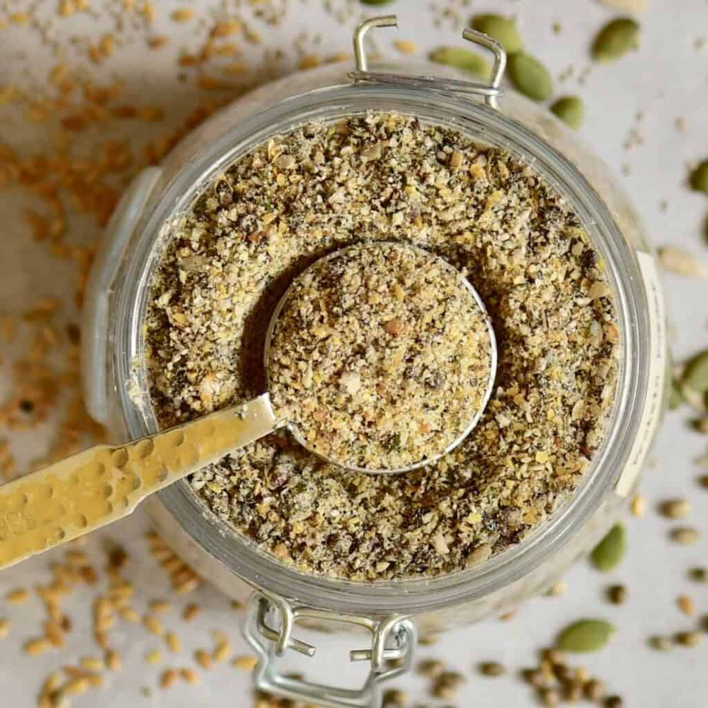 diy homemade 5-seed vegan protein powder/ blend with hemp seeds, pumpkin seeds, linseed, sunflower seeds and pumpkin seeds.