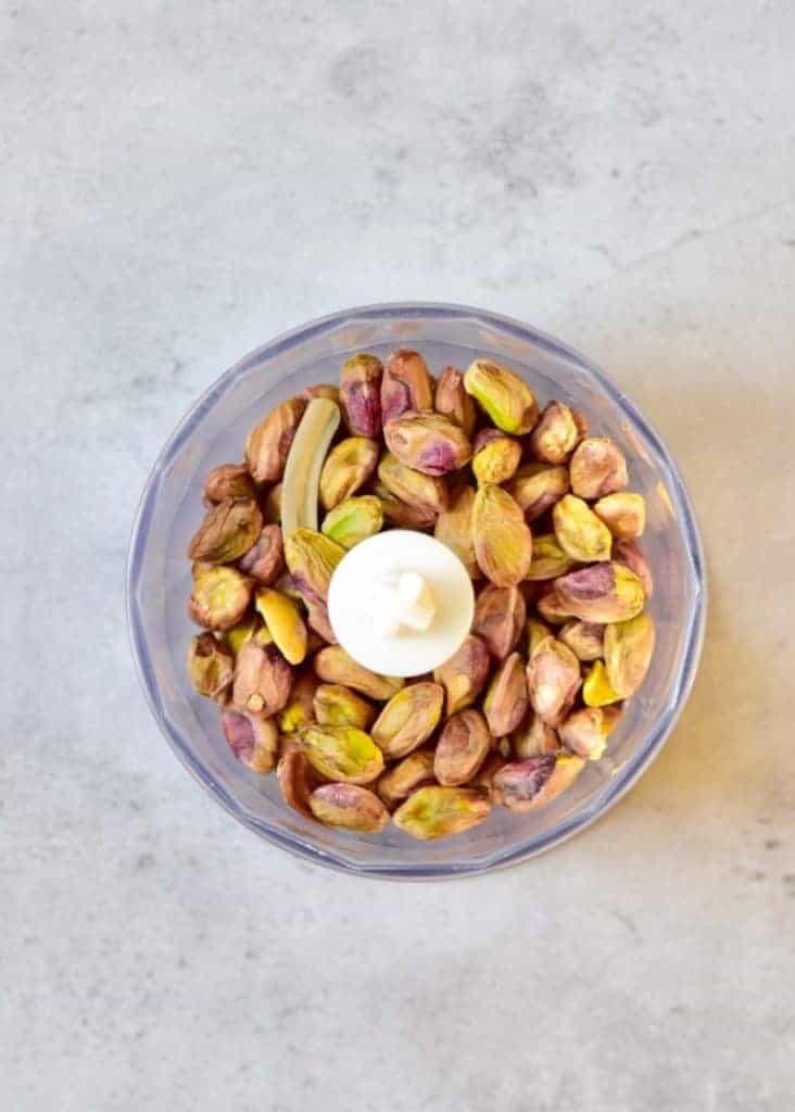 almond and pistachios in a blender