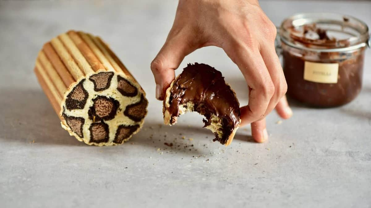 This vegan leopard print cake is a delicious chocolate orange vegan celebration cake, sure to make an impact! Plus, just 9 Ingredients for this vegan cake!