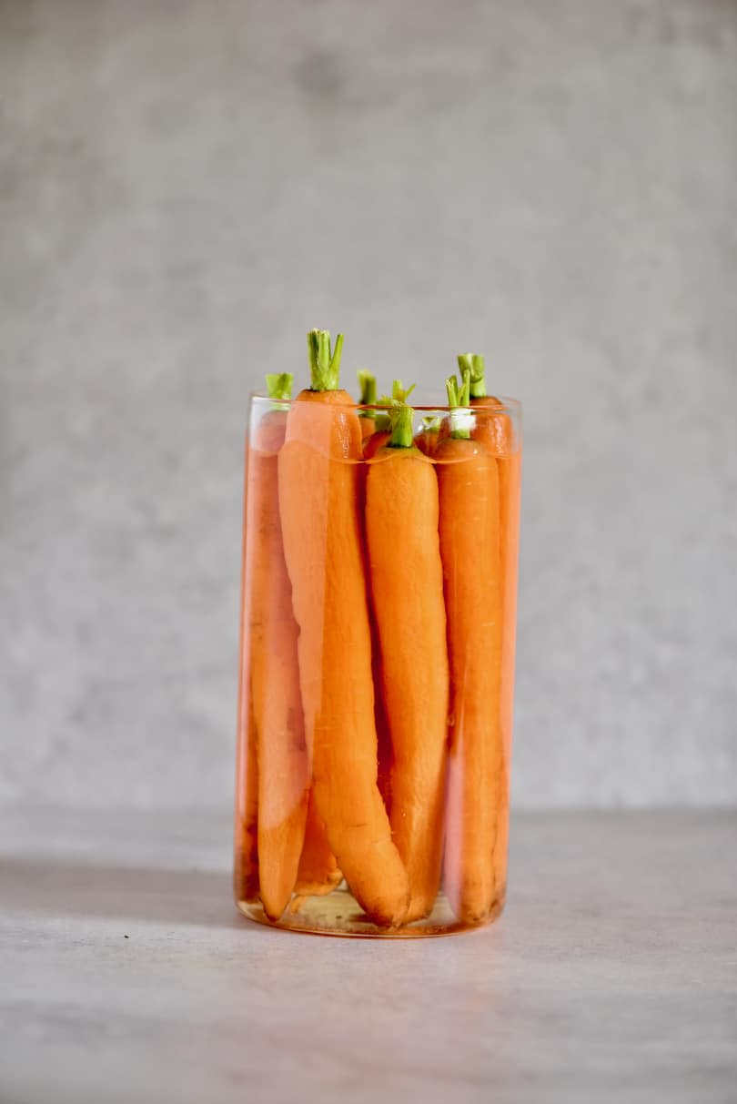 How to organise your fridge, reduce waste, plastic-free tips with food storage hacks. How to store carrots to preserve their shelf life