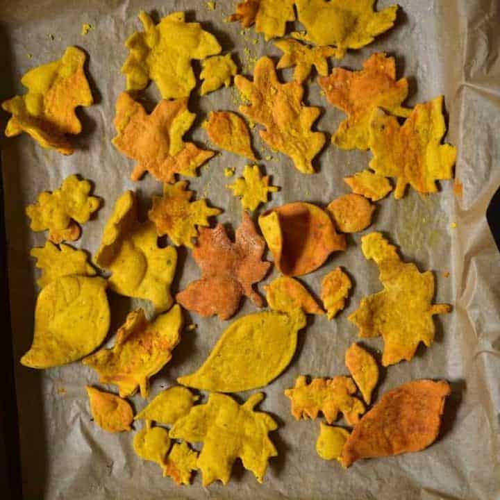 fall leaves healthy crackers. vegan crackers, fun lunchbox recipe and meal-prep snack as well as a healthy chips n' dips. autumn snack recipe, fall snack recipe