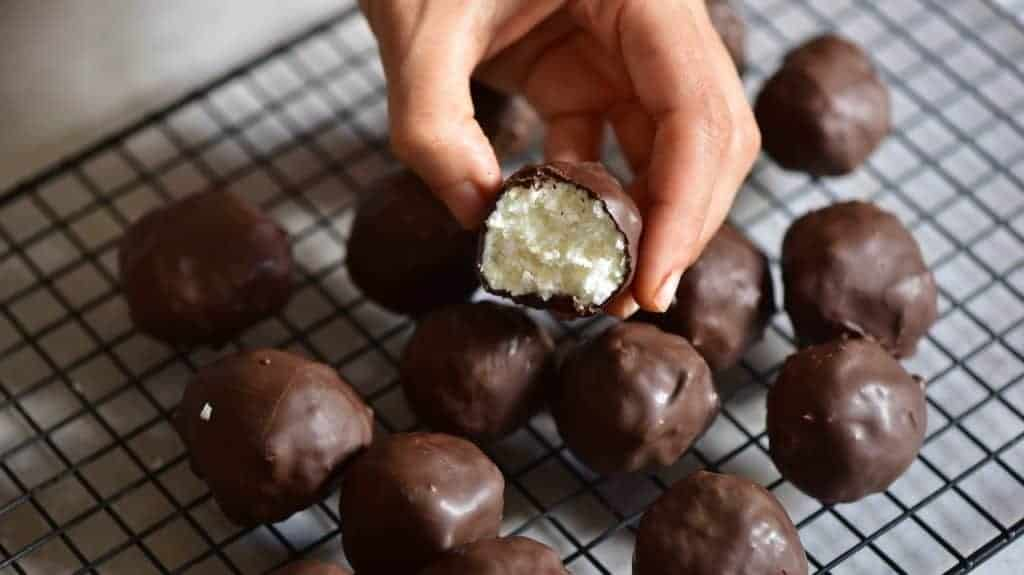 Coconut truffles - 3 Ingredient Vegan coconut bliss balls. Healthy bounty bites that are refined sugar free, low-carb, gluten-free and a healthy vegan snack of 32
