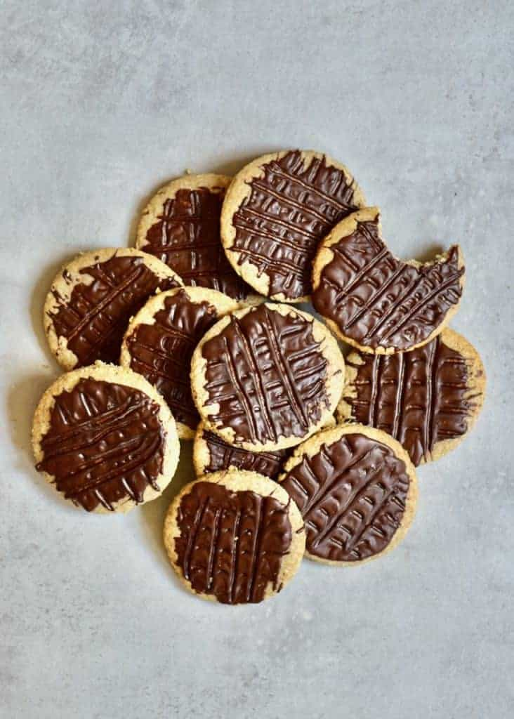 healthier digestive biscuit recipe. delicious oat cookies for a healthy snack with reduced sugar. A superhealthier digestive biscuit recipe. delicious oat cookies for a healthy snack with reduced sugar. A super easy cookie recipe easy cookie recipe