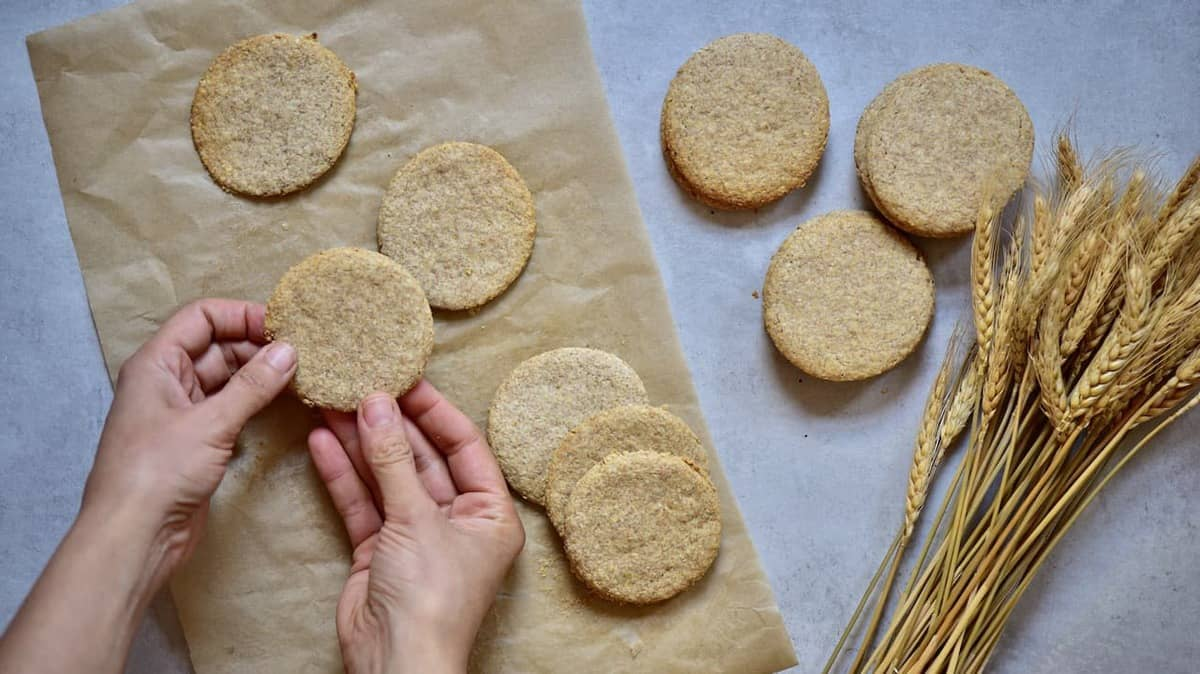 healthy oat cookie recipe. a healthier digestive biscuit
