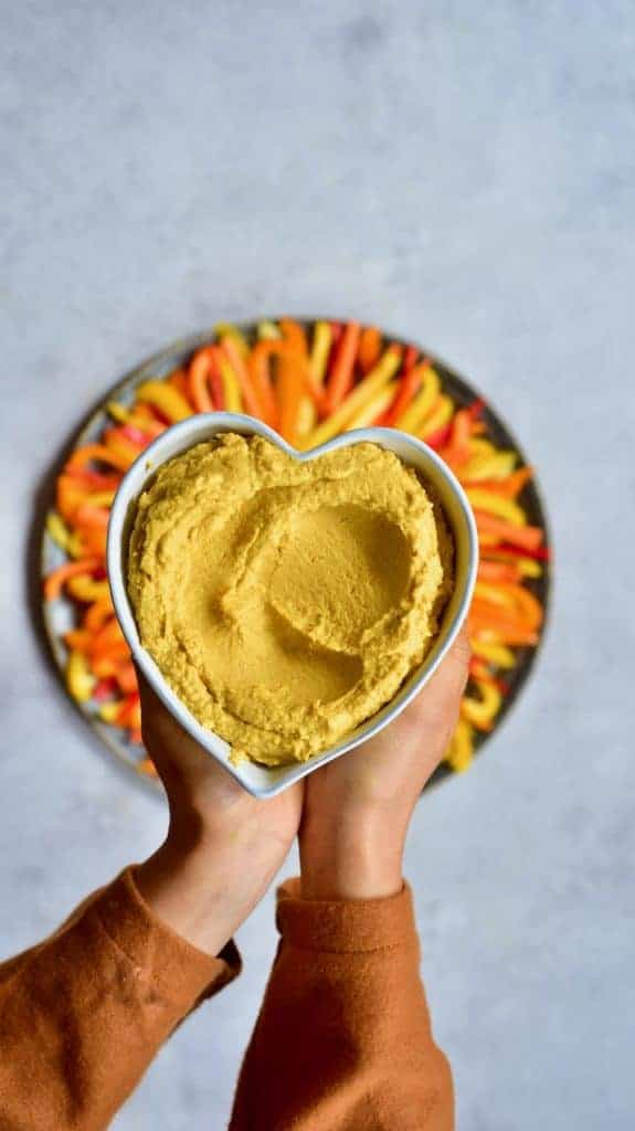 Delicious Vegan pumpkin spice hummus - a wonderful fall recipe that is a healthy vegan snack and a perfect lunchbox snack with fresh vegetables or crackers!