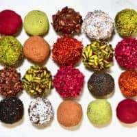 This cacao & almond protein balls recipe is a quick & simple healthy energy balls snack. With just a few clean ingredients, you can learn how to make a delicious batch of no bake protein balls.