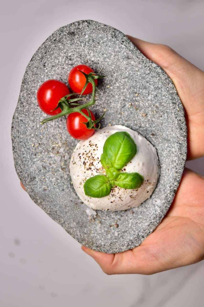 A simple stretchy, gooey and delicious vegan mozzarella recipe. Perfect for pizzas, pasta dishes, salads and more with all the stretch and flavour of dairy-based mozzarella but completely dairy-free.
