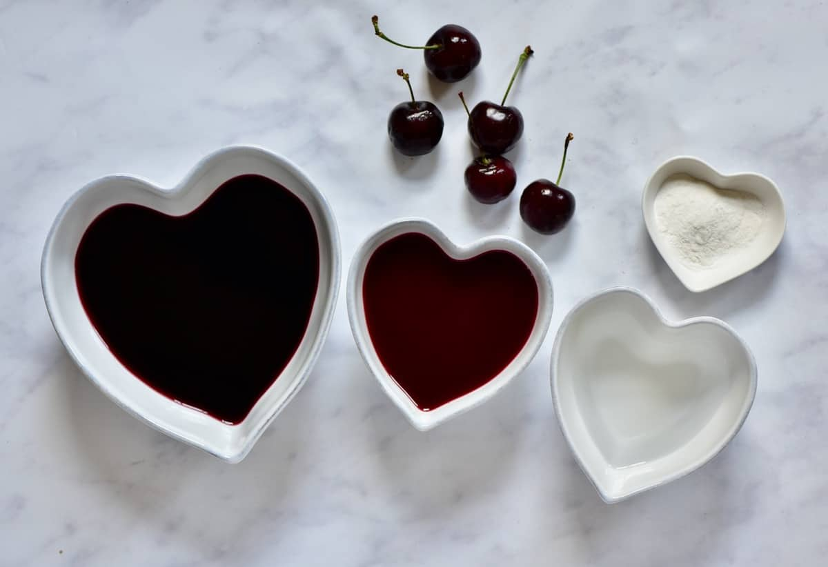ingredients for a vegan red wine jelly