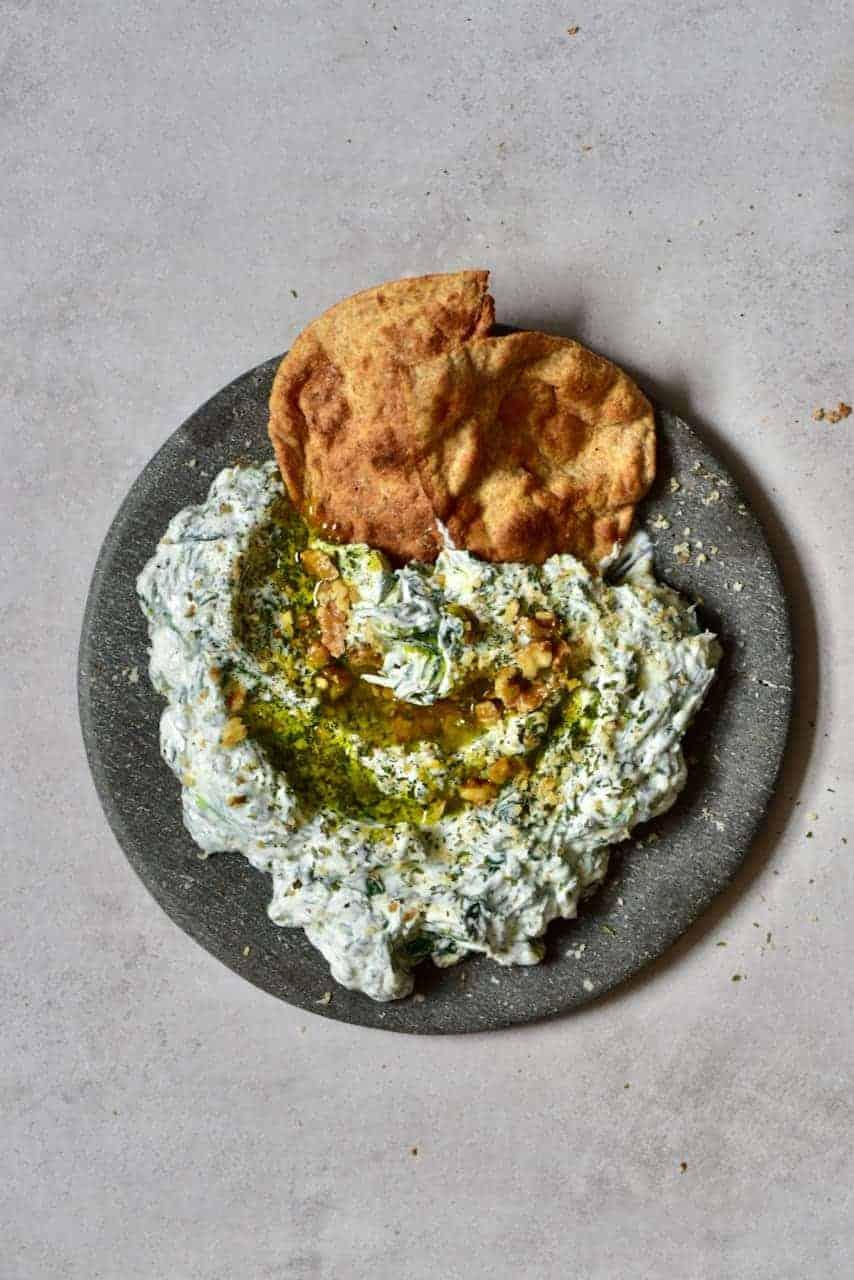 spinach yogurt dip with pita bread