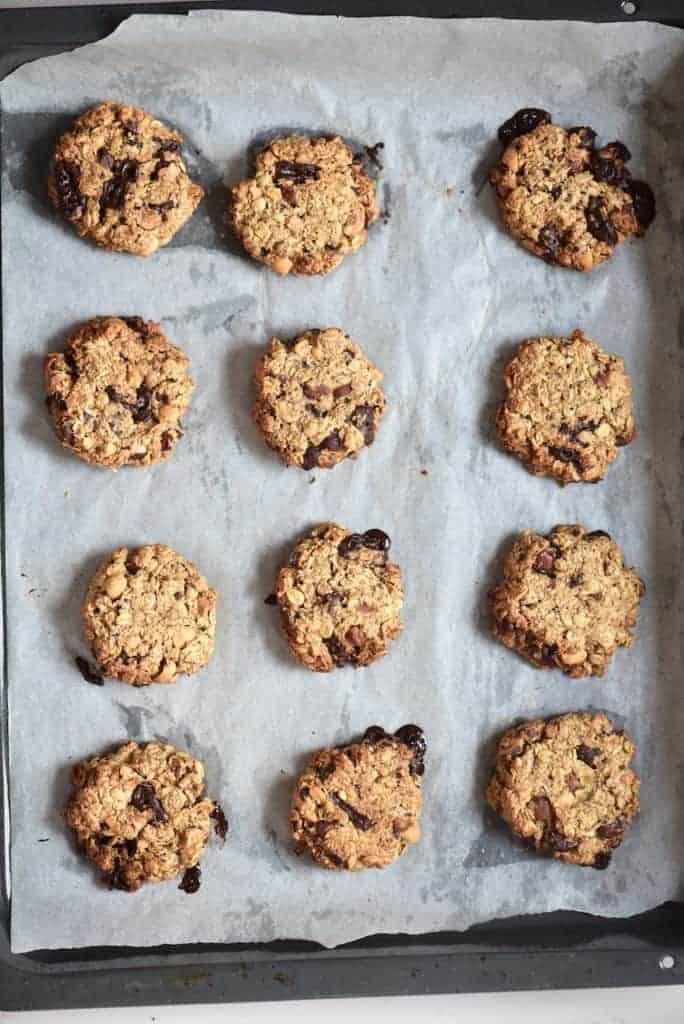 Baked oat hazelnut chocolate cookies - vegan banana oat cookies