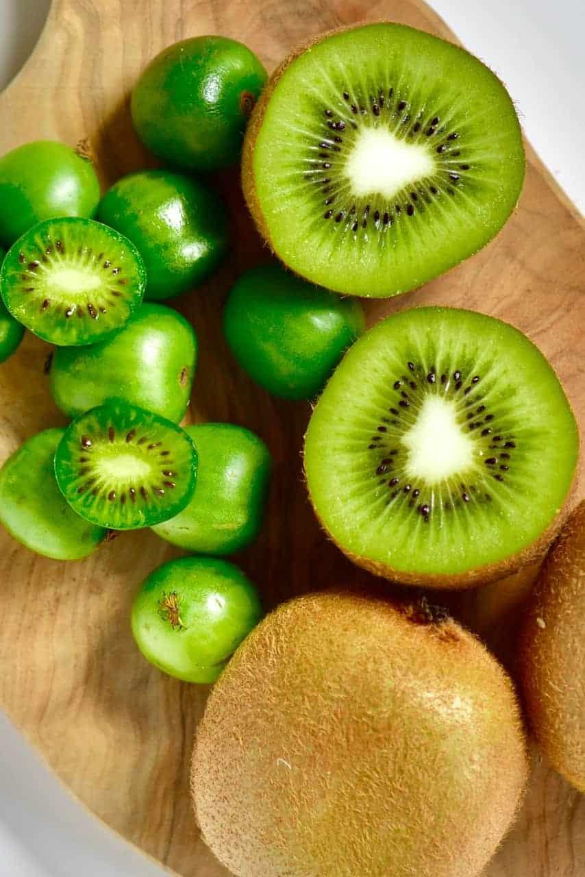Kiwi and baby kiwi