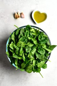 Ingredients for spinach sautée