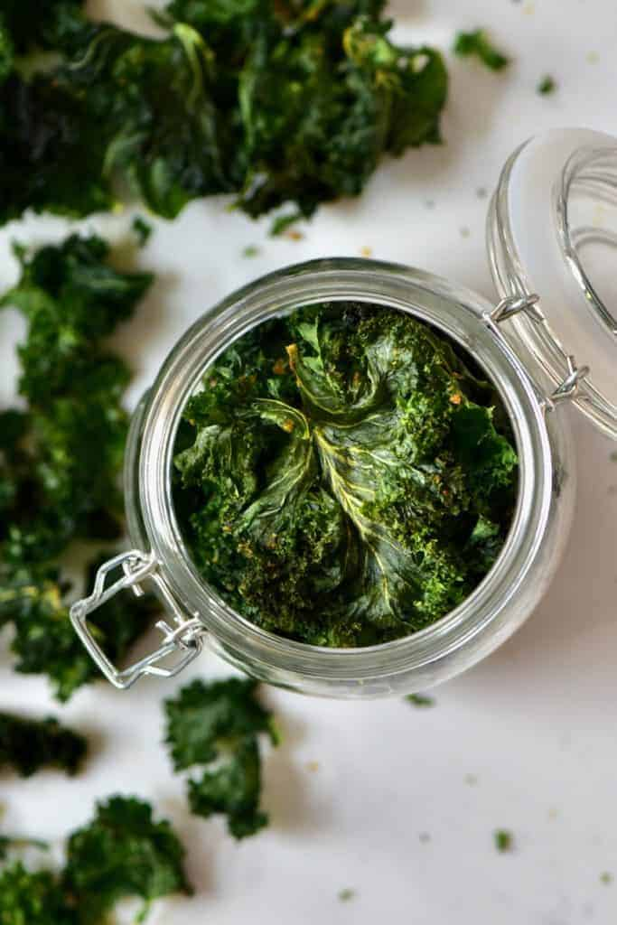healthy homemade kale chips - oven baked kale chips with nutritional yeast, paprika and more.