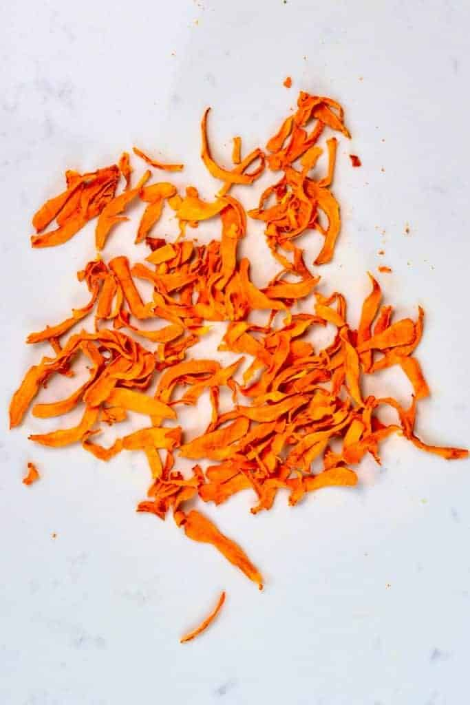 Dehydrated turmeric slices