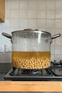 Covered pot with chickpeas