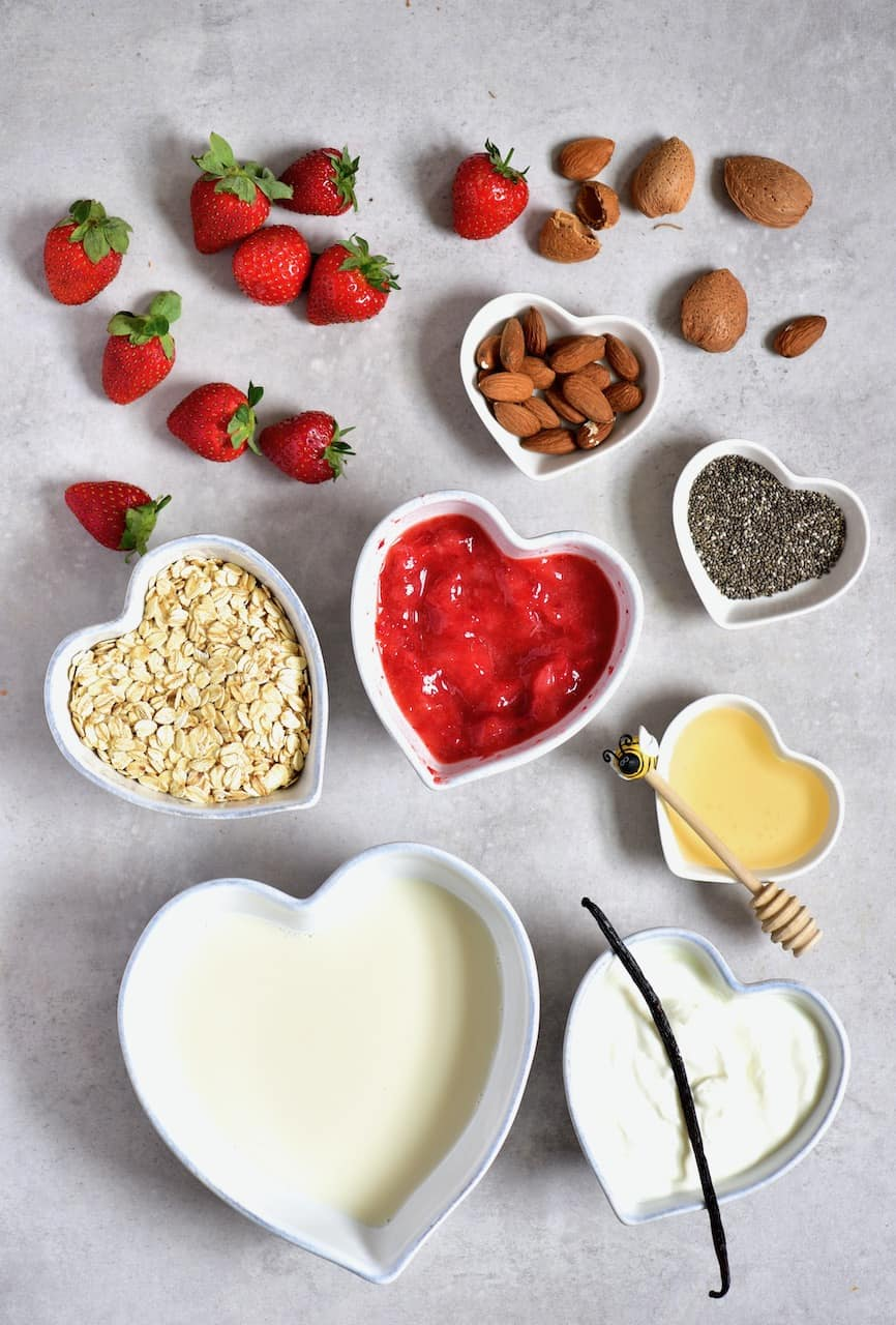 Ingredients for Strawberry Cheesecake Overnight Oats