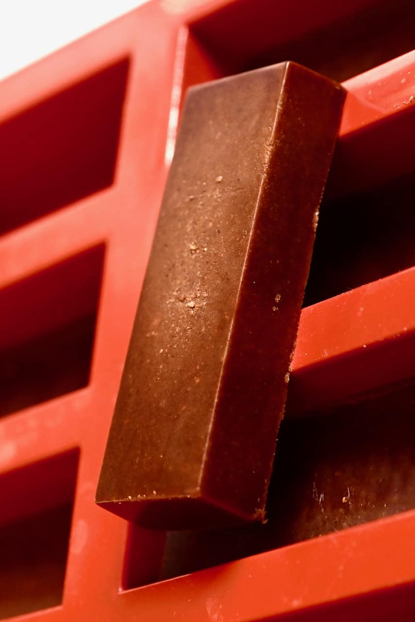 set chocolate fudge bar on top of a mould
