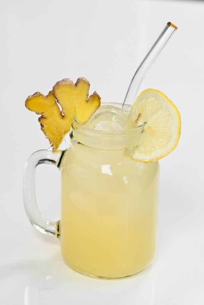Ginger Lemonade with ginger and lemon slices