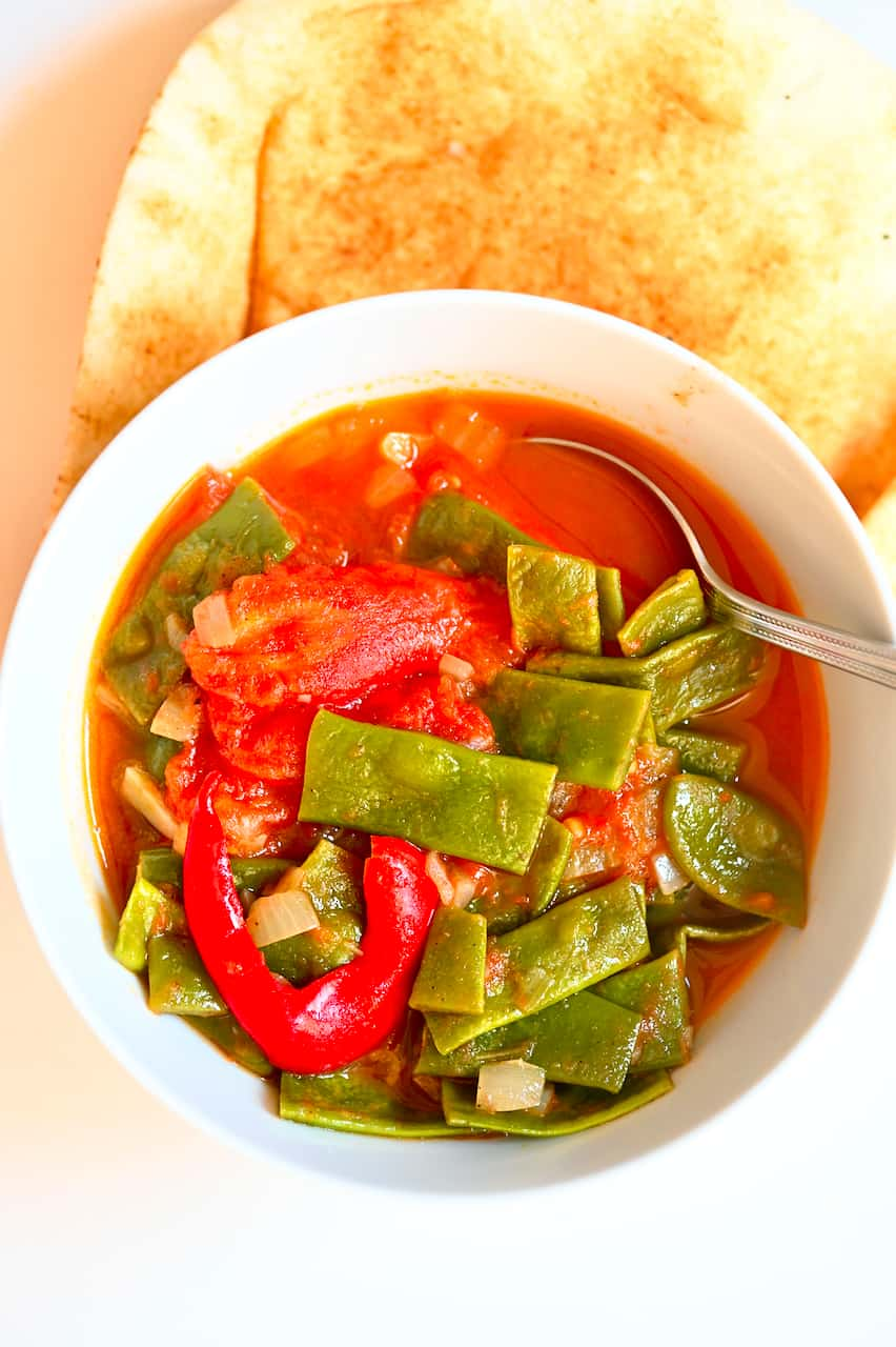 Green Bean stew in a bowl with pita bread