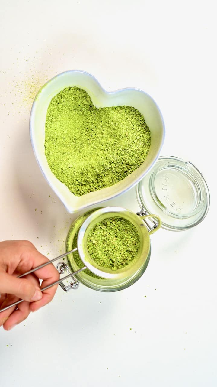 Sieving green pea powder