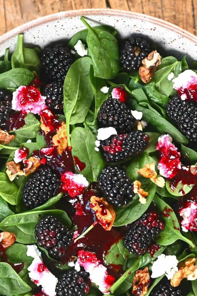 Blackberry Salad with spinach and goats cheese