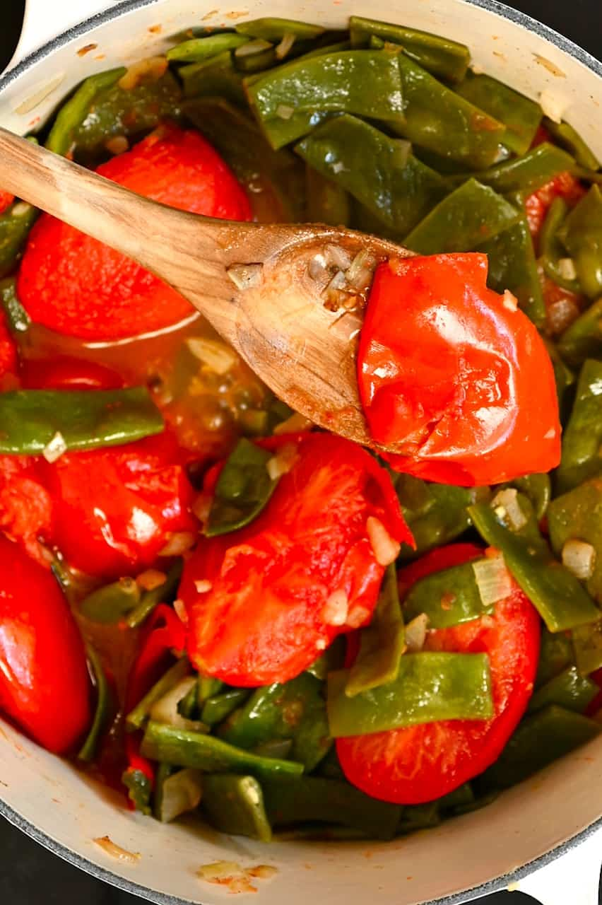 removing tomato skin from green bean stew