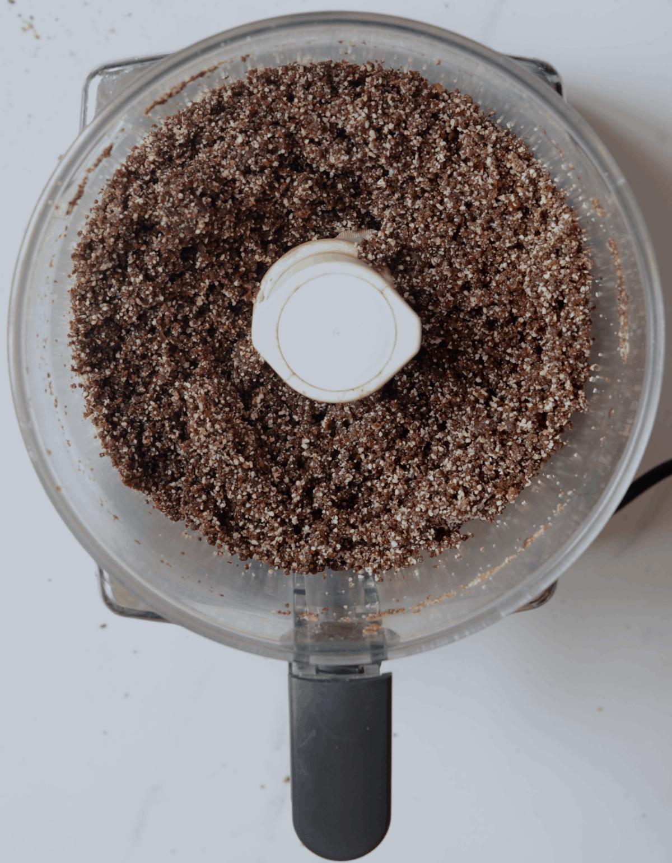Blending nuts in a blender