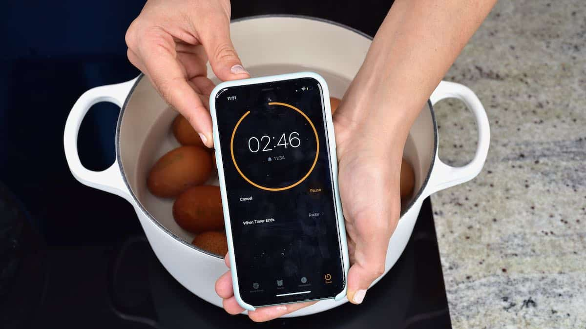 Counting down the minutes to boil eggs with a timer