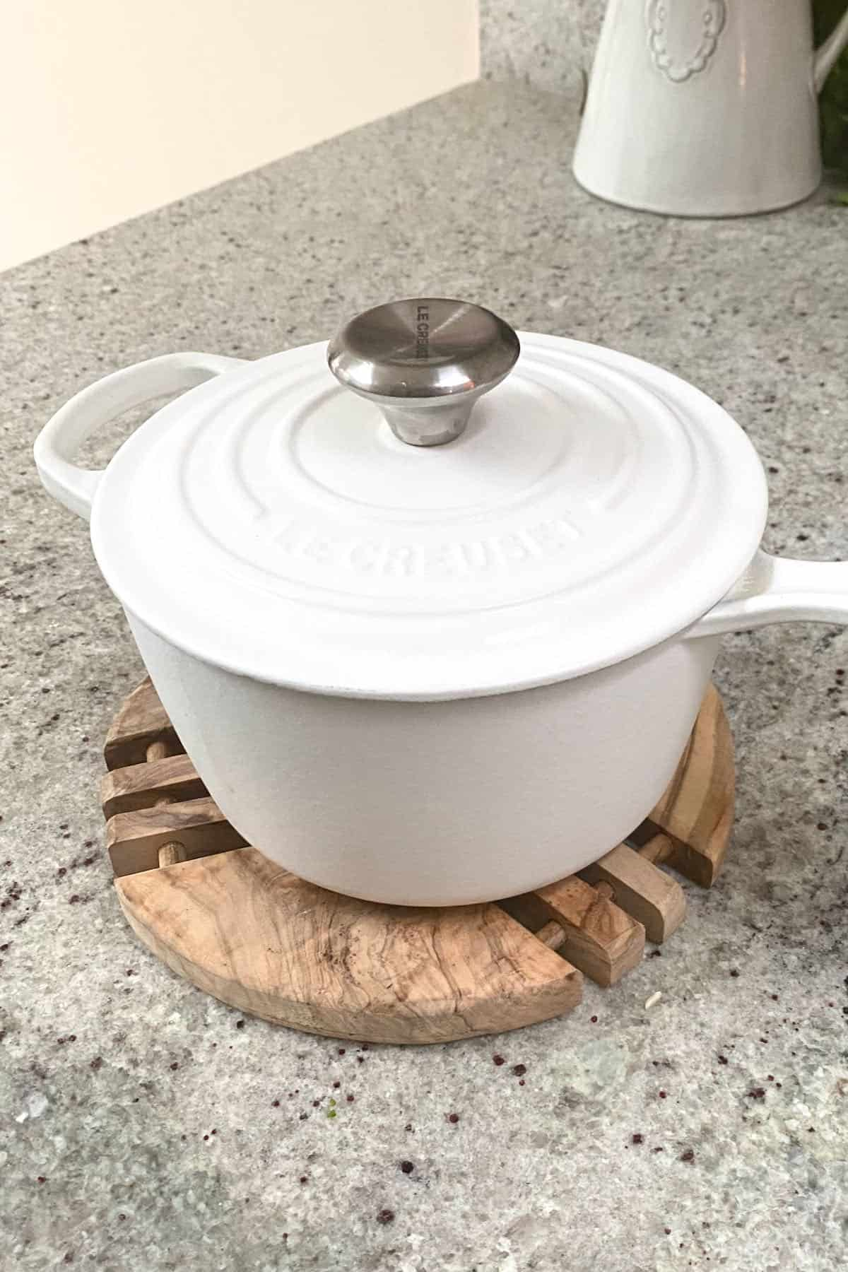 Steaming rice in a pot