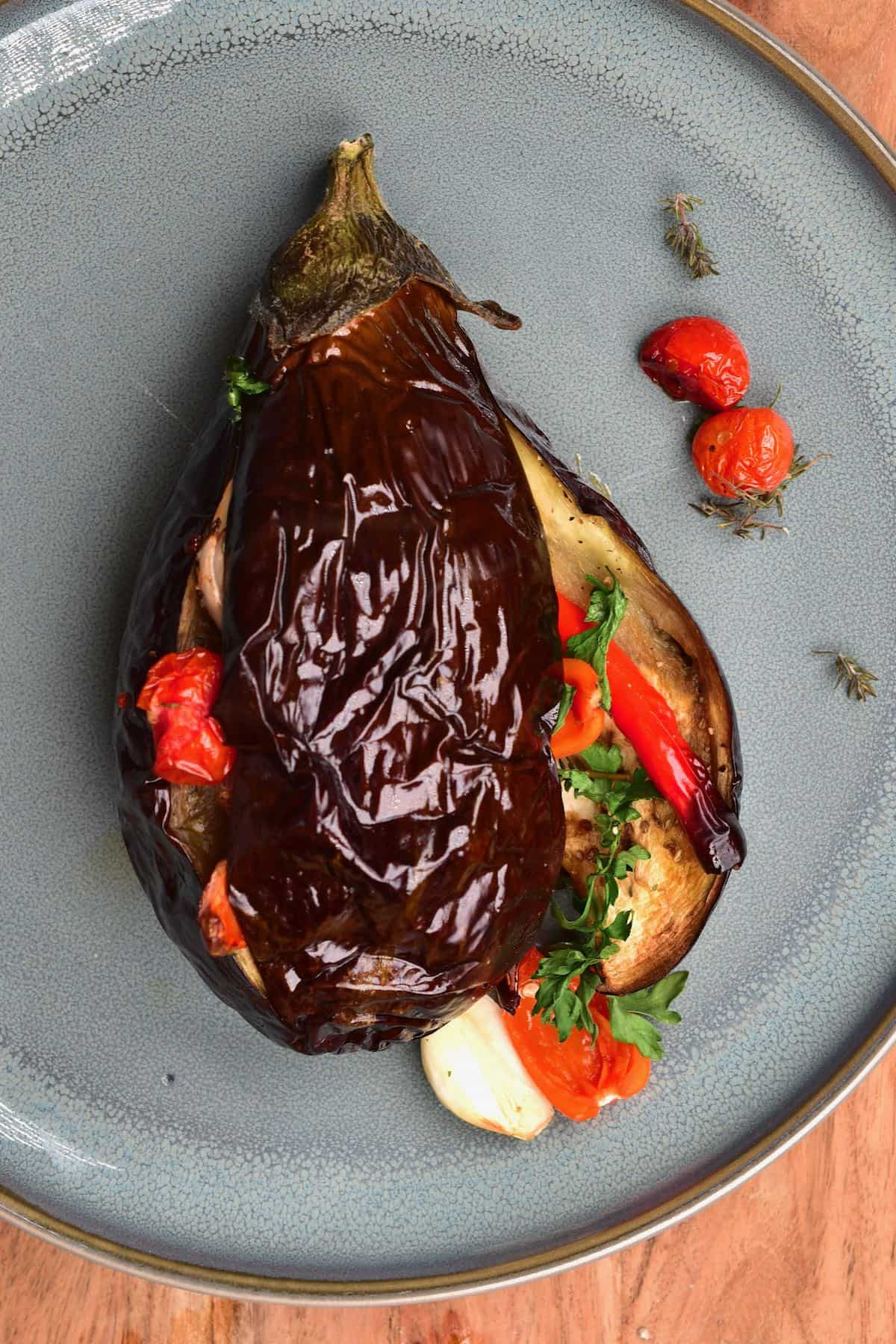 Baked eggplant stuffed with tomatoes and garlic