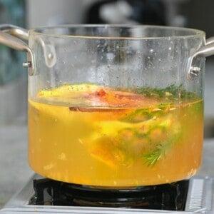 A pot with pineapple skin tea
