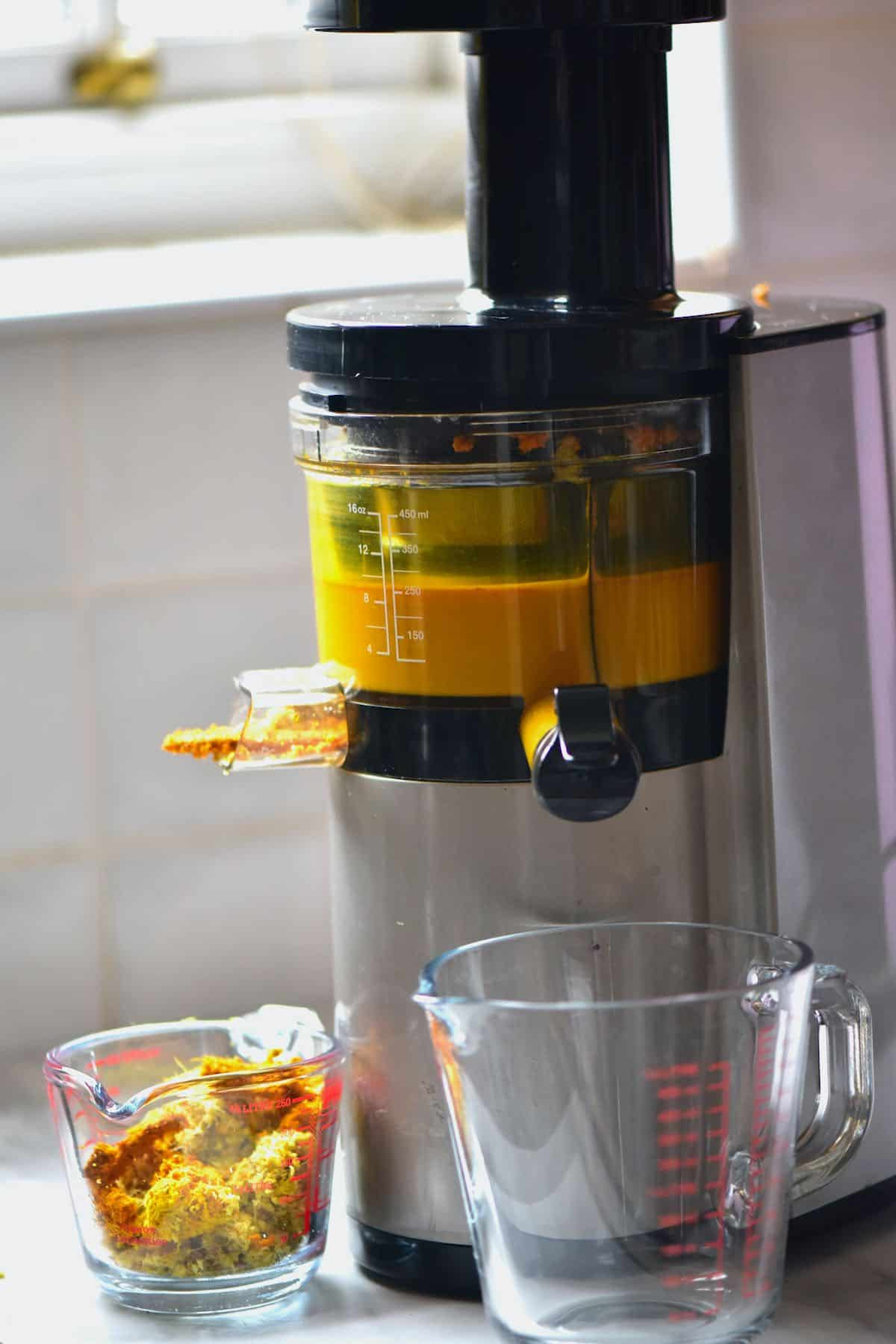 Juicing turmeric with a juicer
