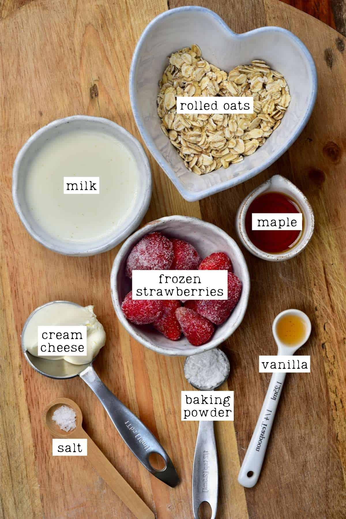 Ingredients for strawberry and cream oats